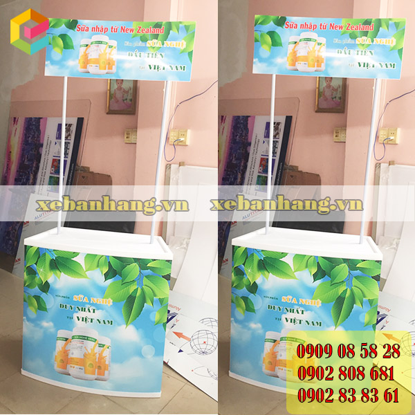 booth nhua trung bay gia re